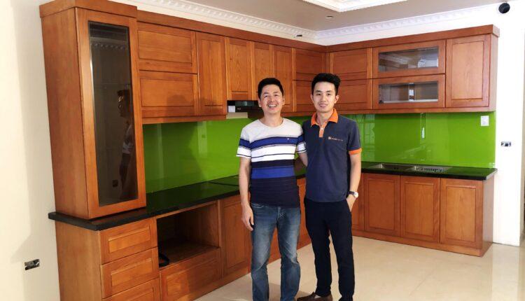 Bàn giao tủ bếp gỗ sồi mỹ đỏ cho nhà anh Hà tại thị trấn Kẻ Sặt – Hải Dương / Nội Thất Phúc Thọ